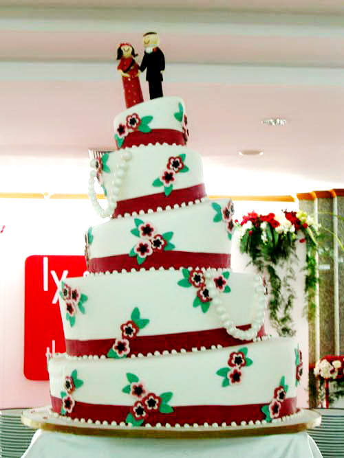 large-crooked-wedding-cake
